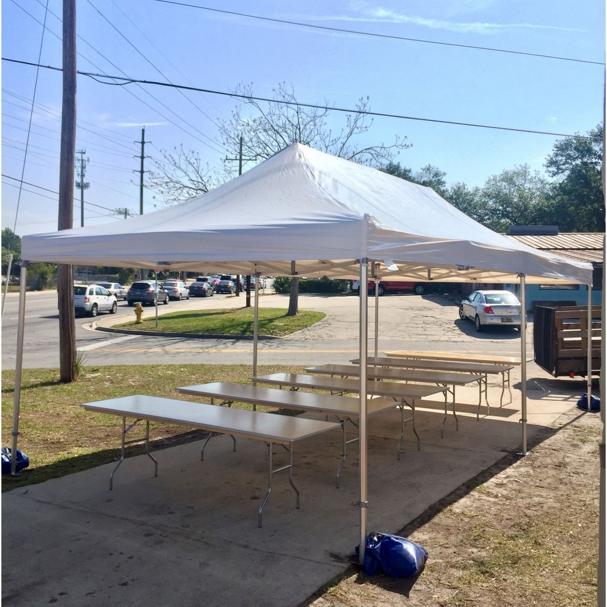 This is a big tent it can seat up to 50 people 5 8 foot long tables 10 chairs to each table. & Ox Speedy Easy Up Tent 13 x 26