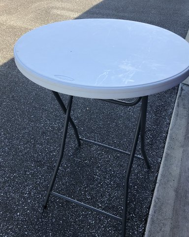30'round cocktail tables