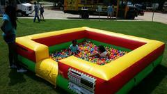 Ball pit (not suitable on concrete)