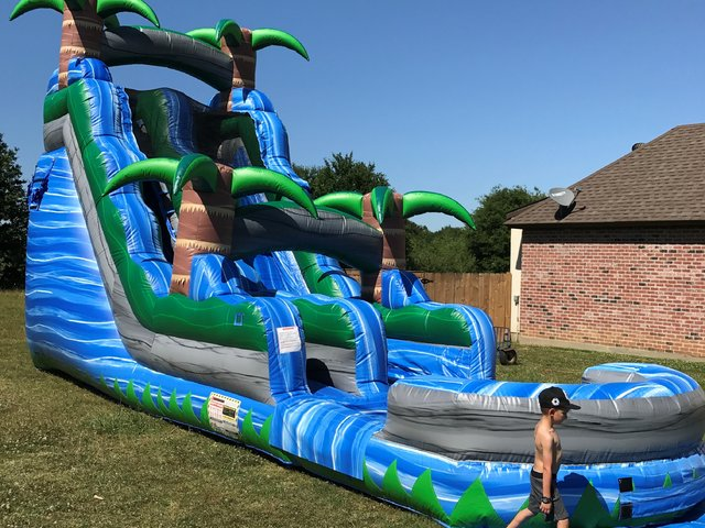 BLUE CRUSH 18' WATERSLIDE