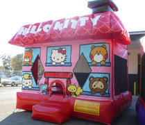 USED HELLO KITTY LICENSED 13X13 BOUNCE HOUSE
