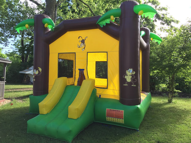 Jungle Large Bounce House With Basketball Hoop