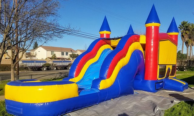 32ft Bounce and Slide wet