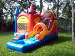 019 Combo Castle - with pool requieres space 25 x 25