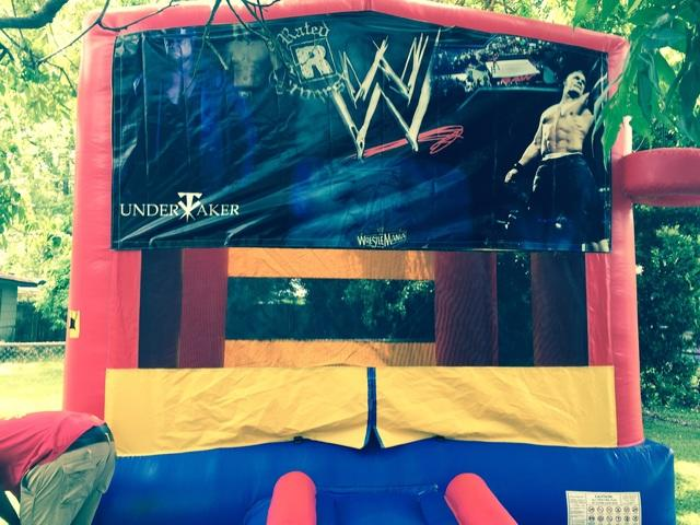 Deluxe Bounce House With Hoop - WWE