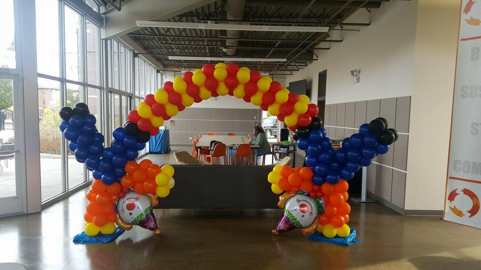 Mini table arch for the cake or gift table for Balloon decoration chicago