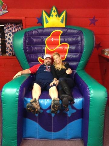 19 GIANT INFLATABLE CHAIR
