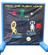 Alien frisbie toss game