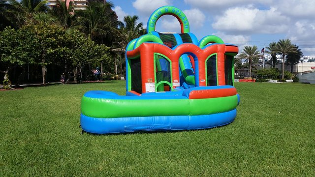 Dash N Splash Obstacle Combo Water Slide