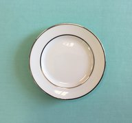 (pa) CHINA -WHITE SALAD/DES PLATE SILVER BAND 7IN