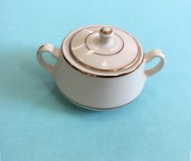(nb) CHINA- DIPLOMAT IVORY GOLD BAND (SUGAR BOWL)