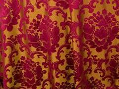 BEETHOVEN DAMASK 108in ROUND (BURGUNDY/GOLD)
