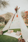 Lace teepee with rug & 2 pillows