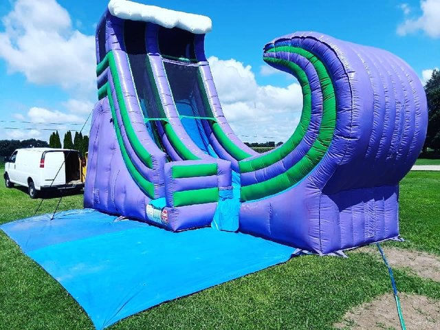 20ft  Riddler's Wave Slide