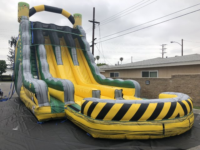 27' Toxic 3 lane Lane Water Slide and Pool