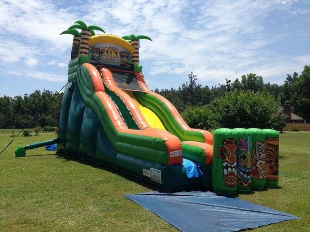 Tiki Island XL 19' Wet or Dry Slide