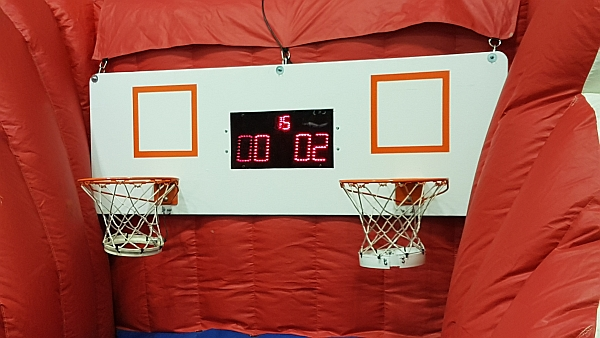 Basketball game with electronic scoring