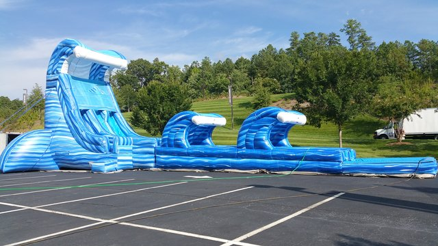 11C - 28' Blue Lightning Water Slide