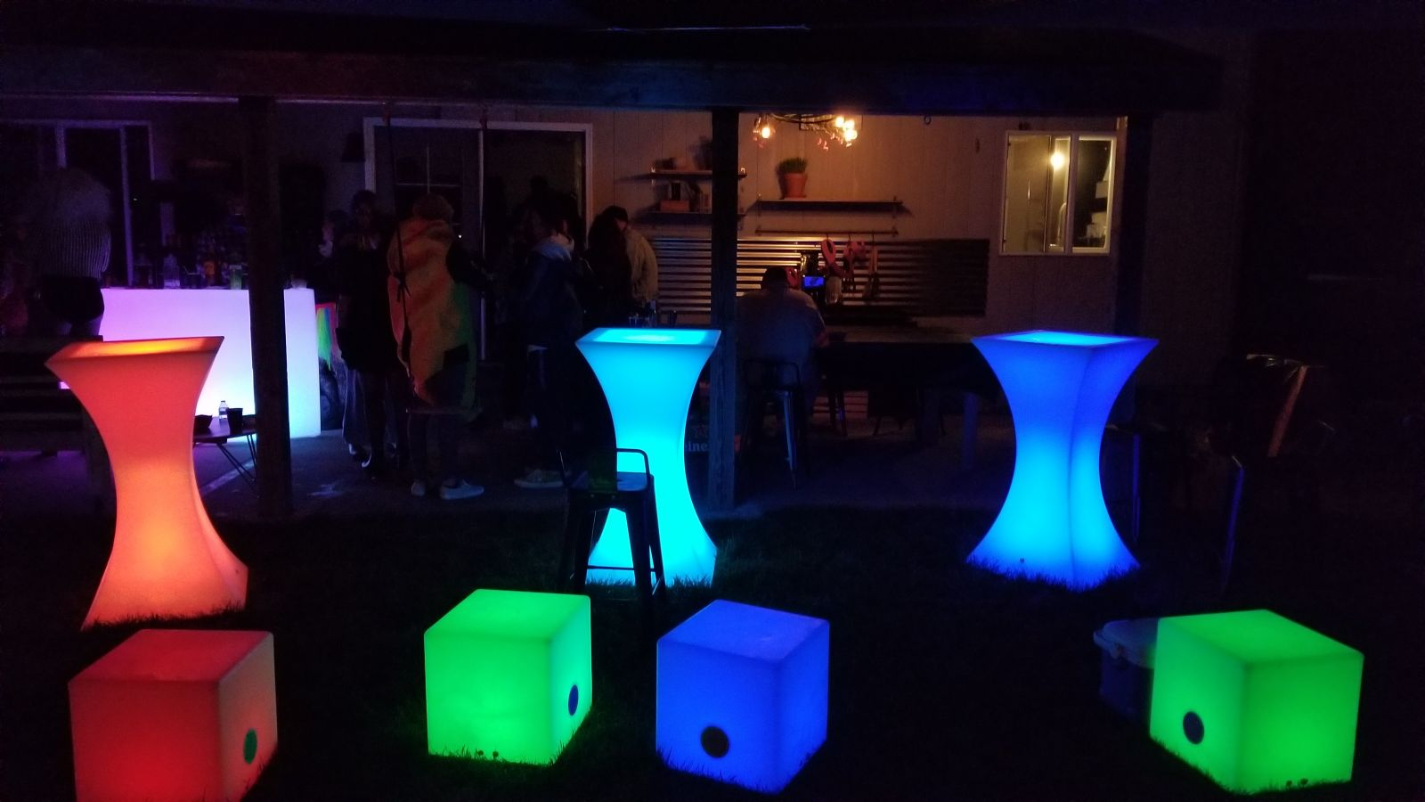 LED cubes and cocktail tables
