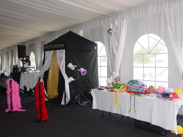PHOTO BOOTH 4 HR. PACKAGE- Enclosed STYLE$495