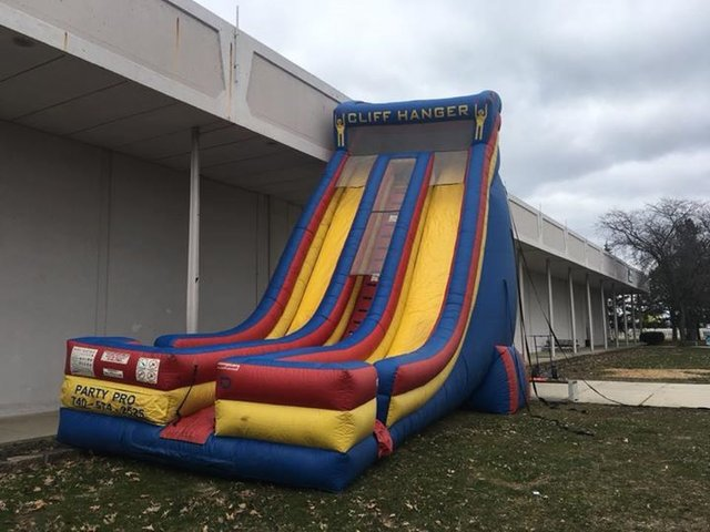 Cliff Hanger 27 Ft. Dual Lane Slide