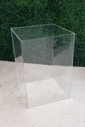 Short-Wide Acrylic Pedestal
