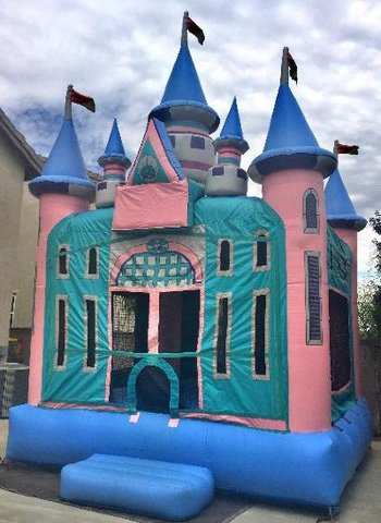 Magic Castle with Obstacles & Basketball Hoop
