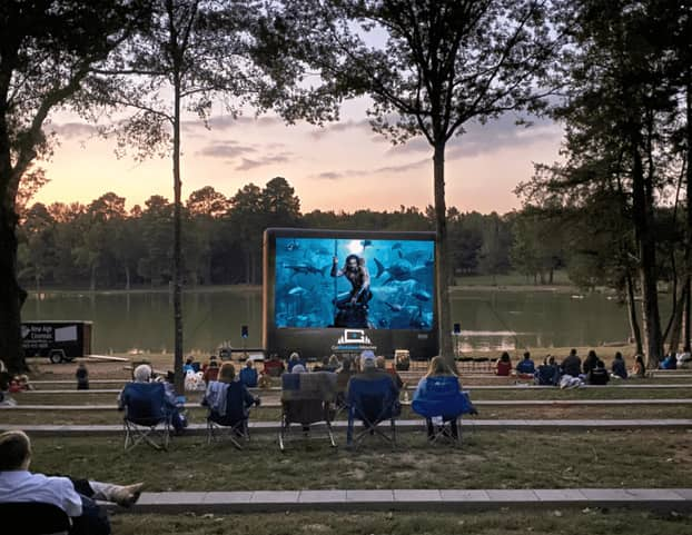 outdoor movie on inflatable projector screen