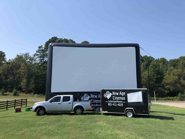 30-ft AIRSCREEN Outdoor Movie Package 1