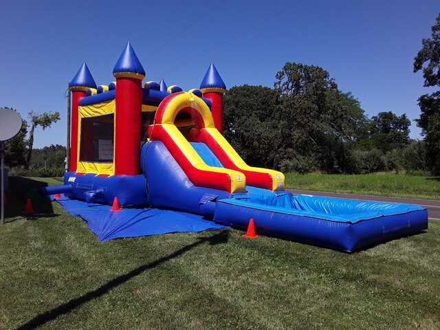 Wet_Combo_Bounce_House