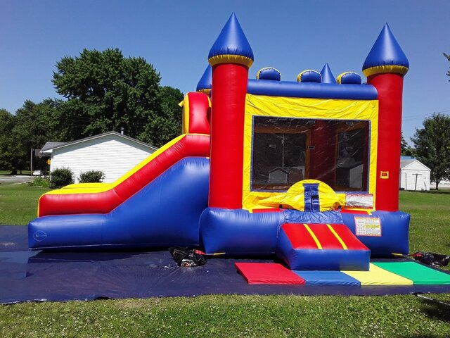Bounce House With Dry Slide