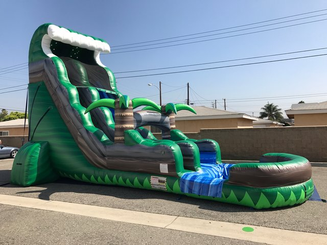 (c) 23ft Emerald Water Slide with POOL