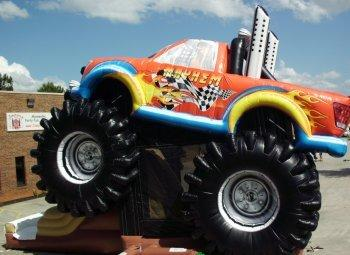 Huge 3D Monster Truck Bounce, Climb and Play