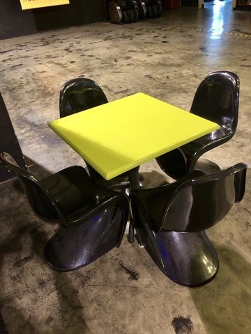 Table/Black Chairs Set