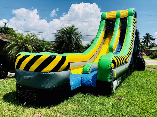 S03  20ft  Xtreme Water Slide _ wet