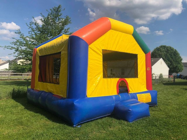 Fun Jump Bounce House, Concession Machine & Game