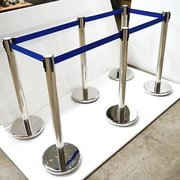 Stanchions (retractable)