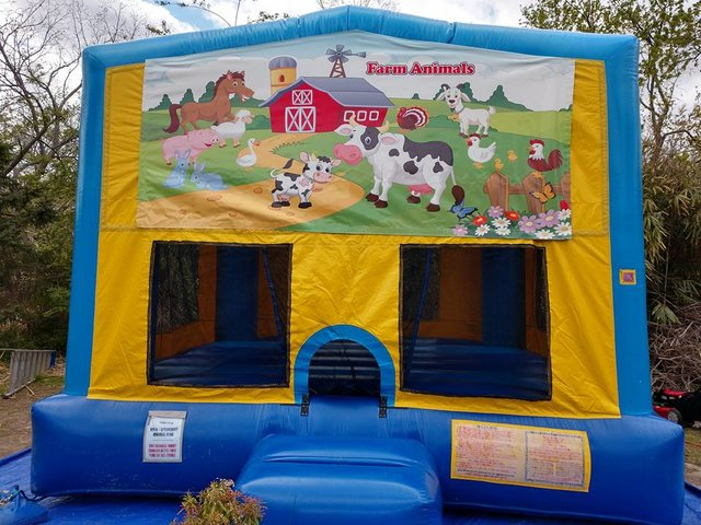 Farmyard Bounce House Large